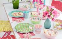 gedeckter Tisch mit Melamingeschirr Greta